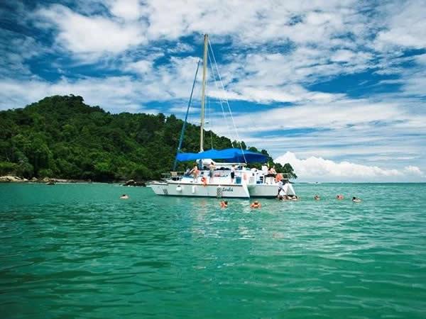 Snorkeling in Bizan Bay Manuel Antonio Costa Rica